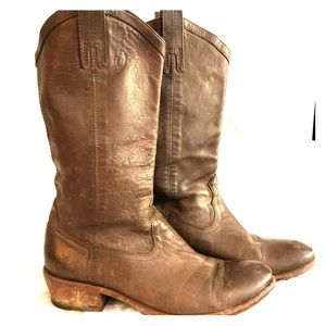 Frye Carson Pull on Boot in Smoke Brown SZ 10